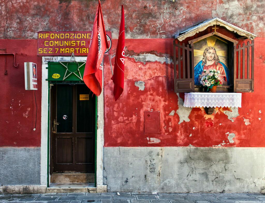 Parteilokal der Partito della Rifondazione Comunista mit Hausaltar in Venedig