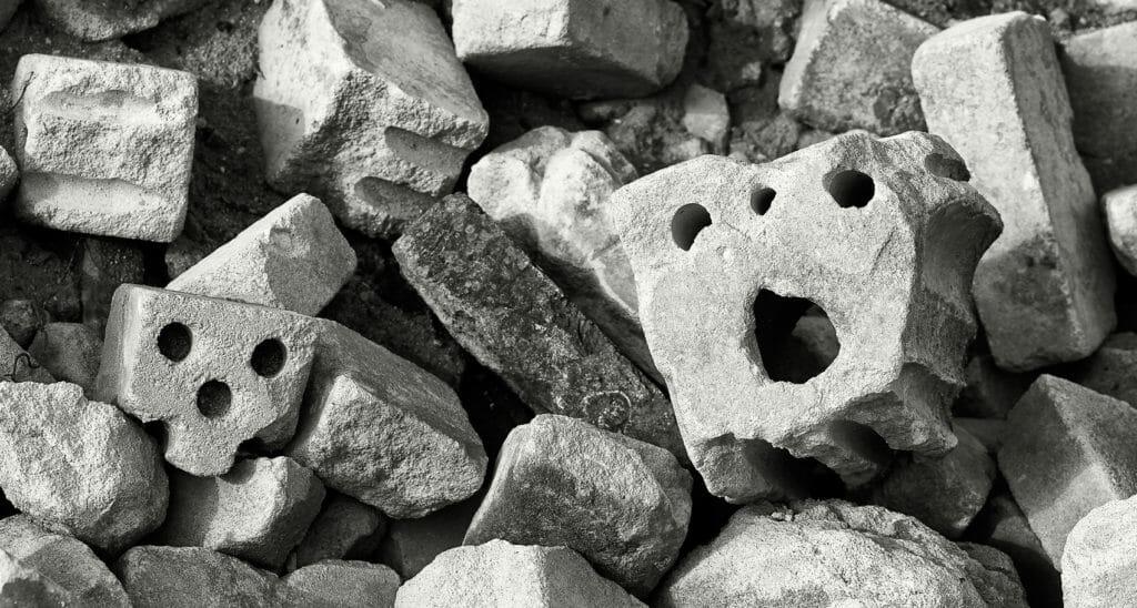 Das Grauen auf der Bauschuttdeponie, unernste Bildwerke